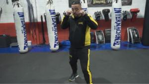 Posición de guardia y desplazamientos básicos del Muay Thai